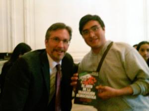 El Investigador John Ackerman (izq) y Ali Pacheco (der) durante la presentación del Libro El mito de la transición democrática (Foto: Tania Hernández)